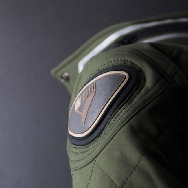 Chaqueta moto invierno cafe racer mujer style lady detalle hombro